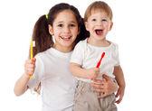 Girl teaches boy brushing the teeth — Stock Photo