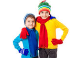 Two smiling kids in winter clothes — Stock Photo