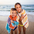 Two smiling kids on the beach — Stok fotoğraf