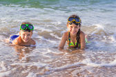 Two kids in diving masks on the sea — Stock Photo