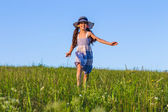 Girl running on the green field — Foto Stock