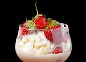 Ice cream with strawberries close-up — Stock Photo