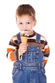 Chłopiec z lodami — Zdjęcie stockowe