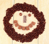 Smiley, kahve ve çikolata. — Stok fotoğraf