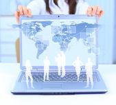 ноутбук и деловой человек фоне технологии — Стоковое фото