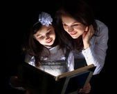 Girl with my mother found a wonderful book. — Stock Photo