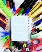 Schule schreibwaren isoliert weiß mit exemplar — Stockfoto
