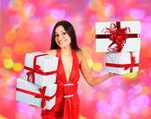 Piękna dziewczyna z boże narodzenie prezenty. — Zdjęcie stockowe