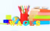 Materiale scolastico. la parola principale. — Foto Stock