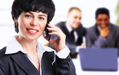Businesswoman in her thirties talking on her cell phone — Stockfoto