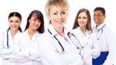 Retrato de grupo de colegas del hospital juntos sonrientes — Foto de Stock