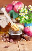 Full honey pot and honey stick — Stock Photo