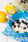 Cottage cheese with blackberry — Stock Photo