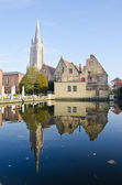 Old town and church in Brugge — Stock Photo