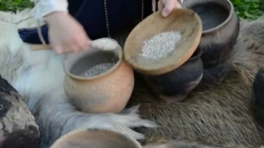 Historical dishes and jugs restoration in fair — Stock Video