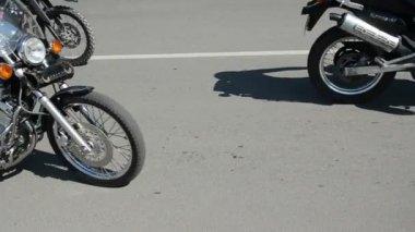 Bikers motorcycle in the city street — Stock Video