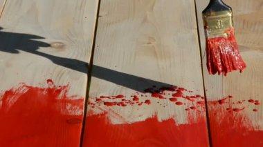 Rękawiczce pędzelkiem namalować deski drewniany stół — Wideo stockowe
