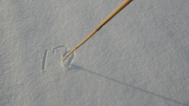 écriture des mots j'aime l'hiver sur la neige — Vidéo