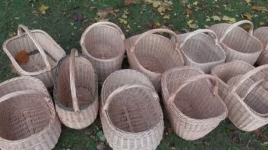 Handmade wicker baskets in agriculture fair — Stock Video