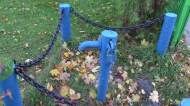 Historical drinking water water-pump on street — Stock Video