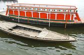 Boats in Ganges holy river, Varanasi — Stock Photo