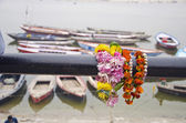 Flowers and boats in Varanasi near Ganges river — Stock Photo