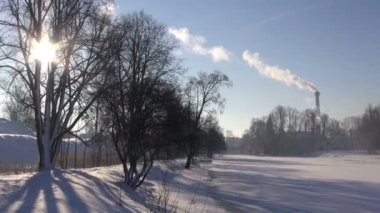Winter landscape and Smokestack Pollution in the air — Stock Video