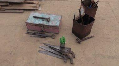 Herramientas primitivas de carpintero en la india — Vídeo de Stock