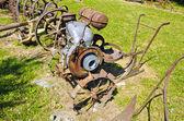 农场花园中的古代农业工具 — 图库照片