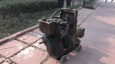 Old Gasoline powered portable electric generator in Agra city, India — Stock Video