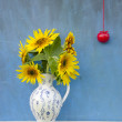 Summer sunflowers beautiful bouquet in elegant pitcher with red apple — Stock Photo