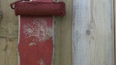 Decorating wooden  house wall with paint roller — Vídeo stock