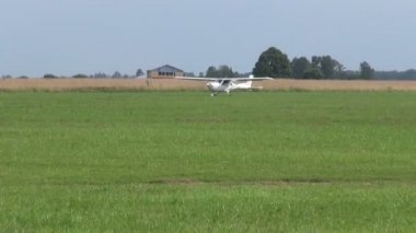 Small aircraft on summer airfield — Stock Video