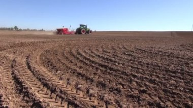 Tractor sowing seeds and cultivating field in autumn — Stock Video
