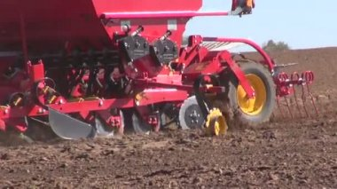 Agriculture machine sowing seeds and cultivating field — Stock Video