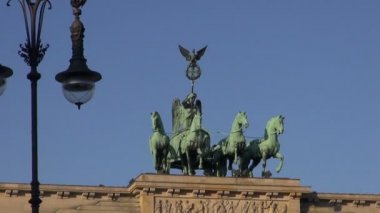 Brandenburg Gate in Germany capital — Stok video