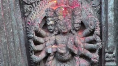 Ancient buddhist hinduist temple wall. Beautiful  carved wood and stone — Stok video