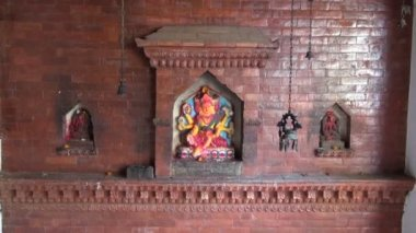 Temple wall with hindu gods in Katmandu old town, Nepal — 图库视频影像
