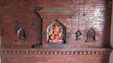 Temple wall with hindu gods in Katmandu old town, Nepal — Stok video