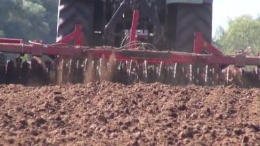 Agriculture tractor cultivated farmland soil — Stock Video