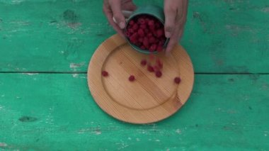 Fresh sweet summer raspberry in  wooden plate — Stock Video