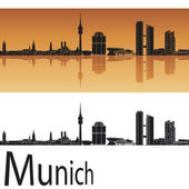 Munich skyline in orange background — Stock Vector