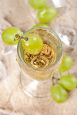 Clear drink with grapes, top view — Stock Photo