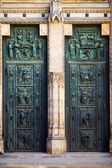 Prague, Czech Republic Decorative old doors to Cathedral of Saints Vitus, Wenceslaus and Adalbert on Hradcany — Stock Photo