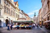 Prague, tsjechië - 9 mei 2013 havelske trziste havels permanente gemarkeerd in het centrum van praag-markt markt is sinds 1232 continu open — Stockfoto