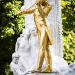 The Statue of Johann Strauss in stadtpark in Vienna, Austria — Stock Photo #33996703