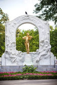 The Statue of Johann Strauss in stadtpark in Vienna, Austria — Stock Photo