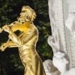 The gilded bronze Statue of Johann Strauss in stadtpark in Vienna, Austria — Stock Photo