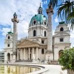 Vienna, Austria - September 01, 2013: Karlskirche St Charles Church Baroque church located on Karlsplatz in Vienna — Stock Photo #43612903