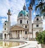 Vienna, Austria - September 01, 2013: Karlskirche St  Charles Church  Baroque church located on Karlsplatz in Vienna — Stock Photo